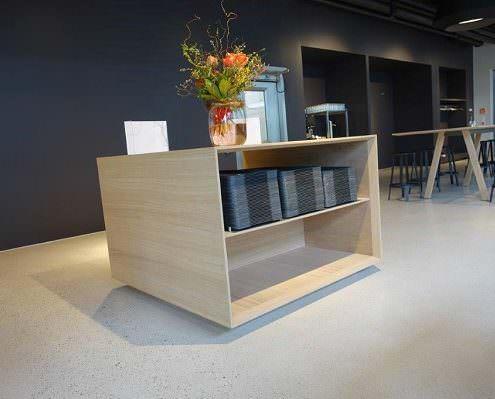 Design-Estrich in einer Cafeteria