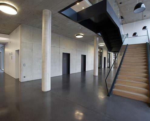 Design-Estrich in einem öffentlichen Gebäude
