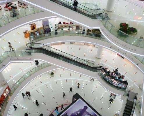 polierter Naturstein in Einkaufscenter